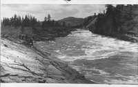 People viewing the Kettle River